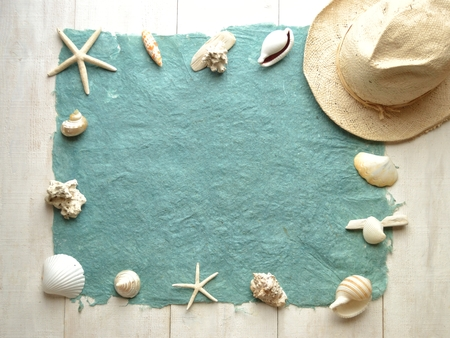 White mens hat with shells.frame 版權商用圖片