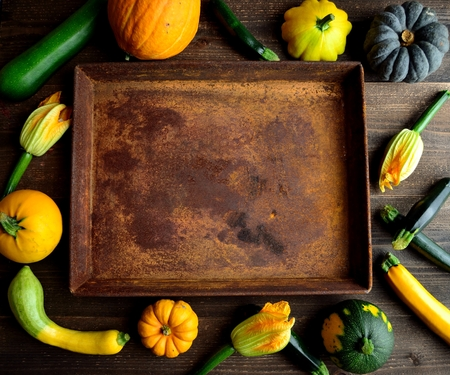 Zucchini, pumpkins and rusted tray.frame 版權商用圖片