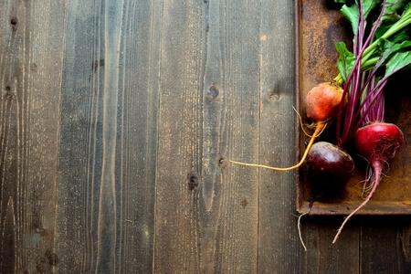 녹슬었던 쟁반에 3 색 사탕 무우