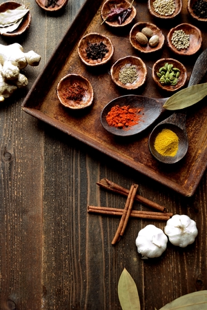 Spices on the rusted tray Imagens