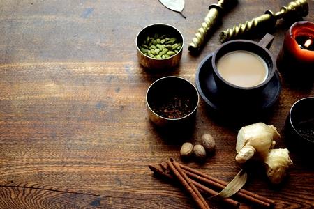 Chaithee en kruiden op de houten achtergrond Stockfoto - 92336591