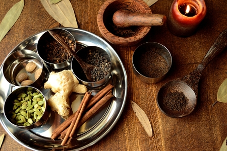 Spices on stainless dish 写真素材 - 105743027