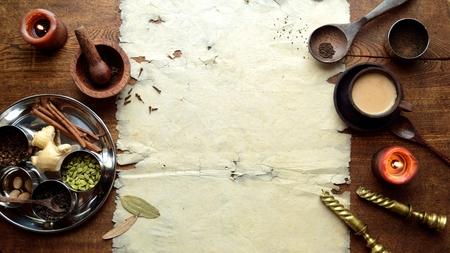 Chai-thee en kruiden met oud papier Stockfoto - 92335386