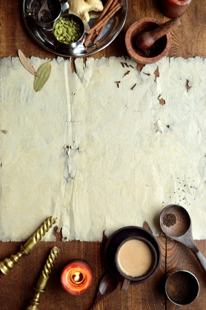チャイティーと古紙のスパイス 写真素材 - 92335389