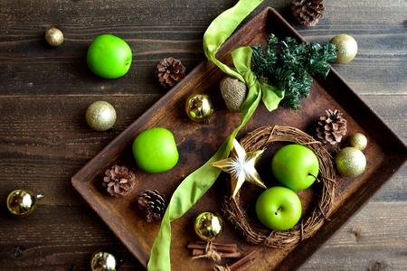 Αποτέλεσμα εικόνας για christmas tree with green apples