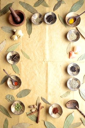 シナモンの葉と小さな料理のスパイス 写真素材 - 92334269