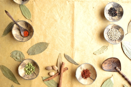 Spices on the small dish with cinnamon leaves 版權商用圖片