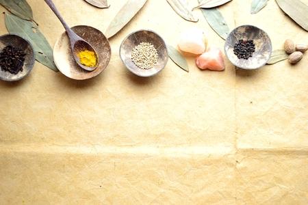 シナモンの葉と小さな料理のスパイス 写真素材 - 92334272