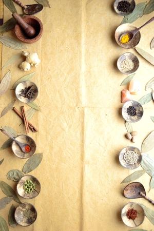 シナモンの葉と小さな料理のスパイス 写真素材 - 92334276