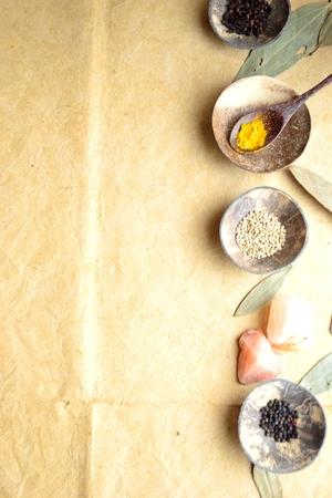 シナモンの葉と小さな料理のスパイス