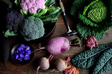 자주색 콜리 플라워와 녹색 채소 스톡 콘텐츠