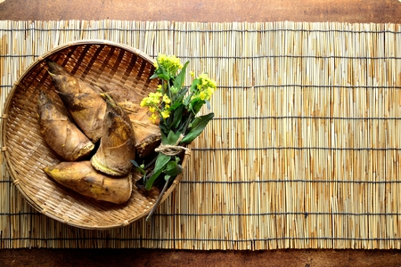 Bamboo shoots with rape blossoms on the basket. Japanese style blind background Stock fotó - 99120145