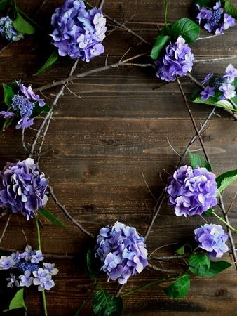 Purple hydrangeas frame.black wooden background Zdjęcie Seryjne