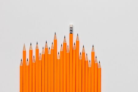 A bunch of wooden pencils scattered randomly on white background, shot from above, closeup. Stockfoto