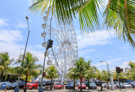 May 31, 2017 Ferris wheel at Mall of Asia in Manila. The ferris wheel is situated near Manila Bay Imagens - 79532593