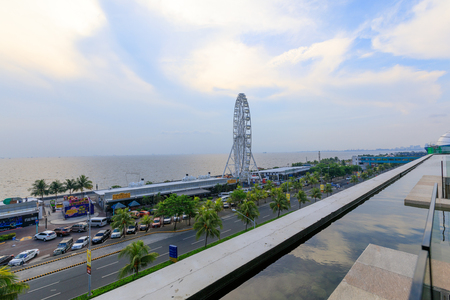 May 31, 2017 Ferris wheel at Mall of Asia in Manila. The ferris wheel is situated near Manila Bay Imagens - 79532596