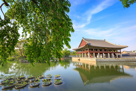 must: Gyeongbokgung Palace in Seoul, South Korea at summer season