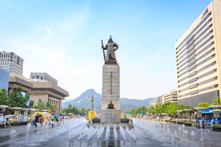 Jun 19, 2017 Gwanghwamun Plaza with the statue of the Admiral Yi Sun-sin in Seoul City