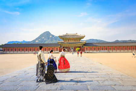 Tourists visiting Gyeongbokgung Palace on Jun 19, 2017 in Seoul city, South Korea Redakční