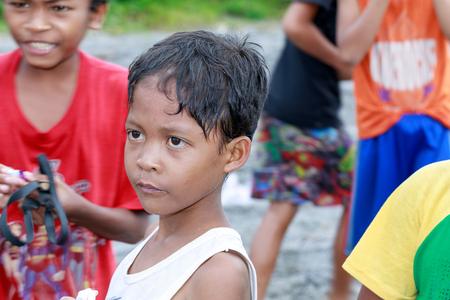 Retrato de la tribu Aeta niño cerca del Monte Pinatubo el 27 de agosto de 2017 en Santa Juliana, Capas, Luzón Central, Filipinas. la gente sufre de pobreza debido a la mala economía, cuestión política. Editorial