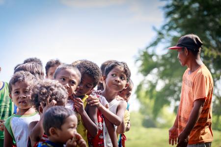 Los niños de la tribu Aeta cerca del Monte Pinatubo el 27 de agosto de 2017 en Santa Juliana, Capas, Luzón Central, Filipinas. la gente sufre de pobreza debido a la mala economía, cuestión política.