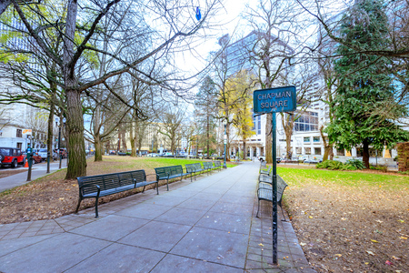 Portland, United States: Chapman Square, Leafy square block once intended for women only, now frequented by all under all-female ginko trees.