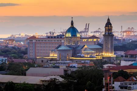 De Kathedraal van Manilla bij zonsondergang, Filippijnen