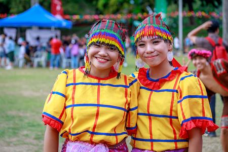 Manille, Philippines - 4 févr.2018: Danseuse étudiante portant le costume traditionnel des Philippines au parc Rizal à Manille.