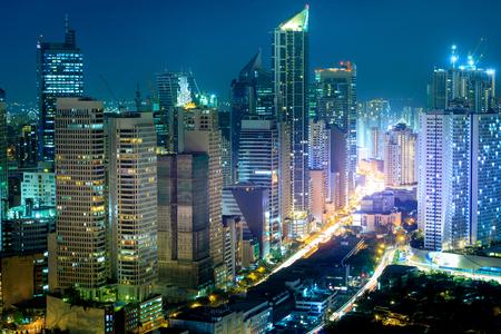 Manila, Filippijnen - 25 februari 2018: Eleveted, nacht uitzicht op Makati, het zakelijke district van Metro Manila, Filippijnen Stockfoto
