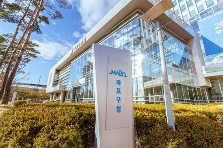 Seoul, South Korea - March 4, 2018 : The building of Mapo-gu office in Sangam-dong, Seoul city 에디토리얼