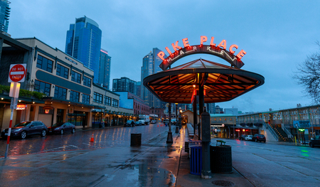 Seattle, Washington - April 9, 2018 : The Public Market Center also known worldwide as Pike Place Market, Seattle landmark 新聞圖片
