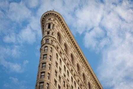 Low Angle Vue extérieure architecturale des étages supérieurs de Flatiron Building historique à Manhattan, New York City, New York, USA Éditoriale