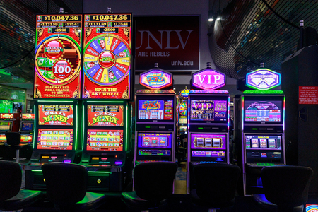 Las Vegas, Nevada - 26 mei 2018: Casinomachines op Mccarran International Airport in Las Vegas