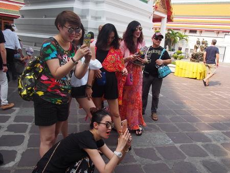 bangkok temple: Group of Japanese tourists in Thailand Bangkok temple