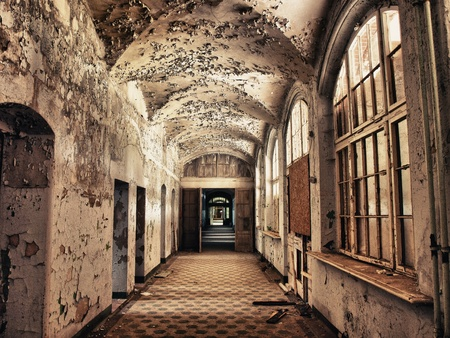 hdr: Tone Mapping in the hallway of an old sanatorium Beelitzer