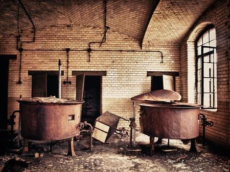 hdr: vieux r�servoir d'eau rouill�e dans le sanatorium de Beelitzer