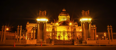solider: The great palace of Thailand where the king still living and allow other people to come in. It was made by the marble for whole building, and its called Ananta Samakhom Throne Hall.
