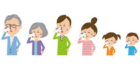 Rodzina 3 generacji pijąca mleko ze wszystkimi