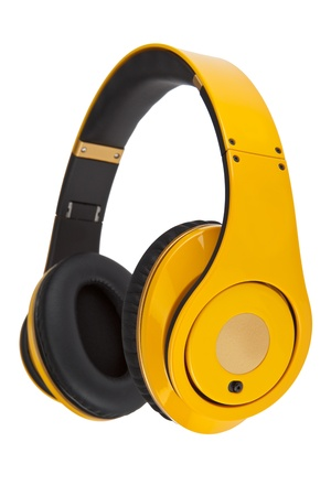 白い背景に分離された黄色のヘッドフォン