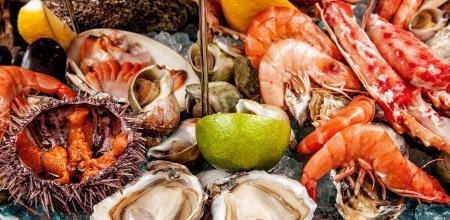 pescados y mariscos: Una mezcla de mariscos