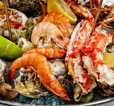 seafood platter: A seafood mix