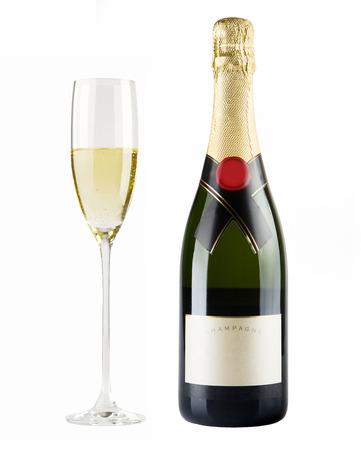 Champagne fles en champagne glas geïsoleerd op een witte achtergrond Stockfoto