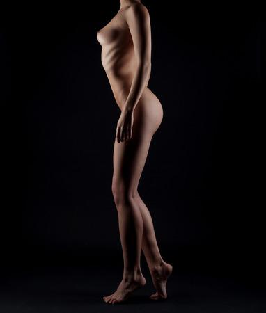 corps femme nue: Femme sexy de corps nu. Femme sensuelle Nu �rotique