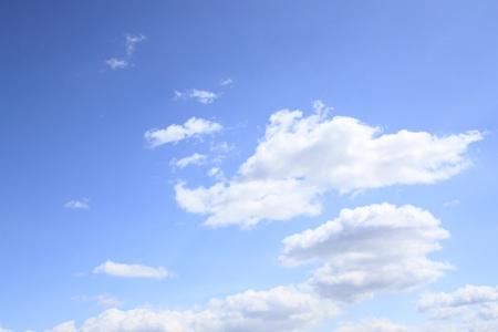 青い空に白い雲