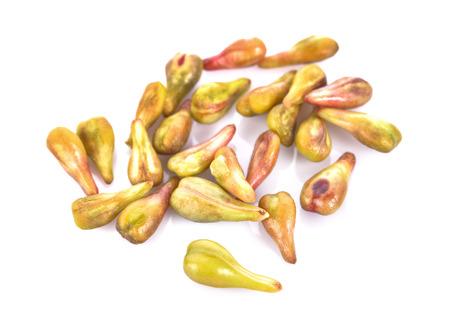 pépins de raisin sur fond blanc macro gros plan