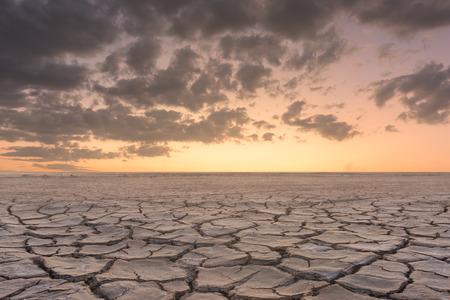 土壌乾燥ひび割れ風景夕日 写真素材