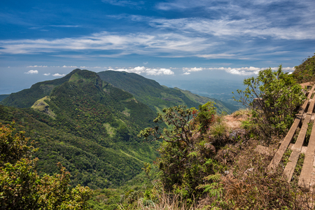 Vista desde el fin del mundo dentro del Parque Nacional de las Llanuras de Horton en Sri Lanka Foto de archivo