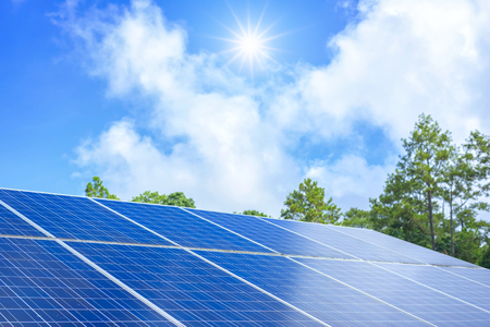 Paneles solares azules Foto de archivo - 75972445