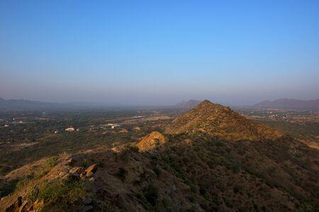 Landscape of mountains in Pushkar, India. Imagens