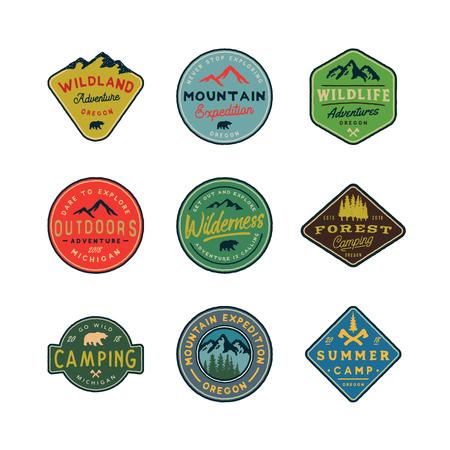 set of vintage wilderness  . hand drawn retro styled outdoor adventure emblems. vector illustration Ilustração